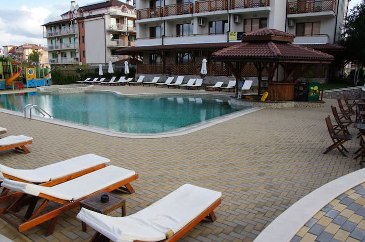Квартира у моря с двумя ваннами - Primorsko - Apartment-Hotel