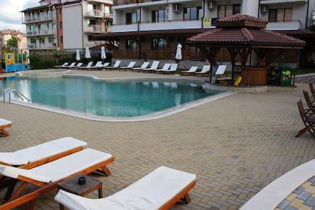 Квартира у моря с двумя ваннами - Primorsko