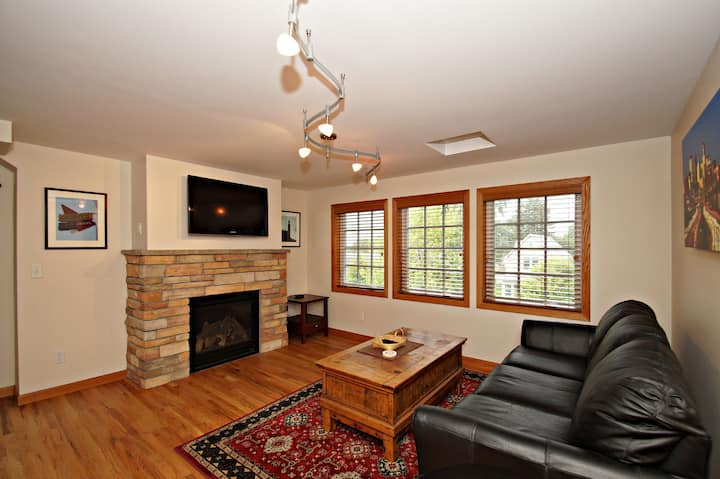 Charming 3BR NE Mpls Home Close to Both Downtowns