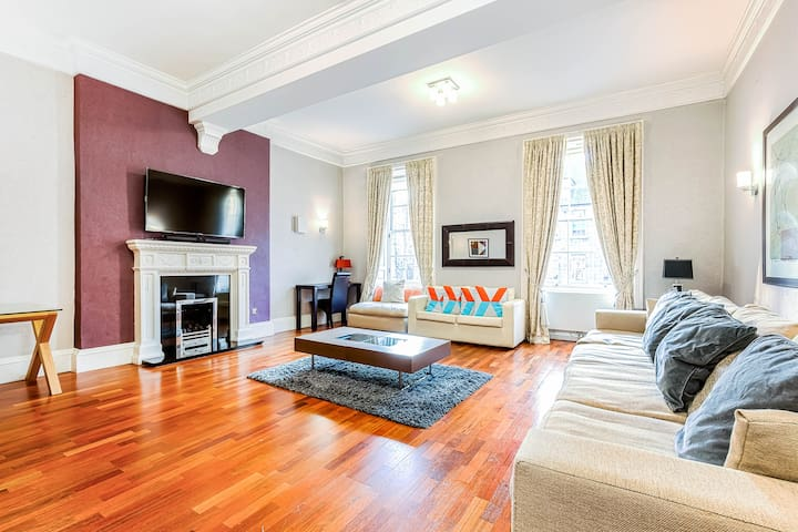 Luxurious 3 Bed Apartment in centre of Edinburgh