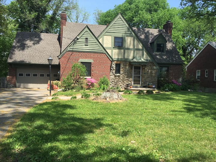 One Bedroom in Small Tudor within Pleasant Ridge