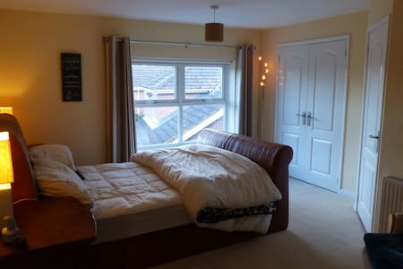 5 Minutes walk from Yarm Centre !!!