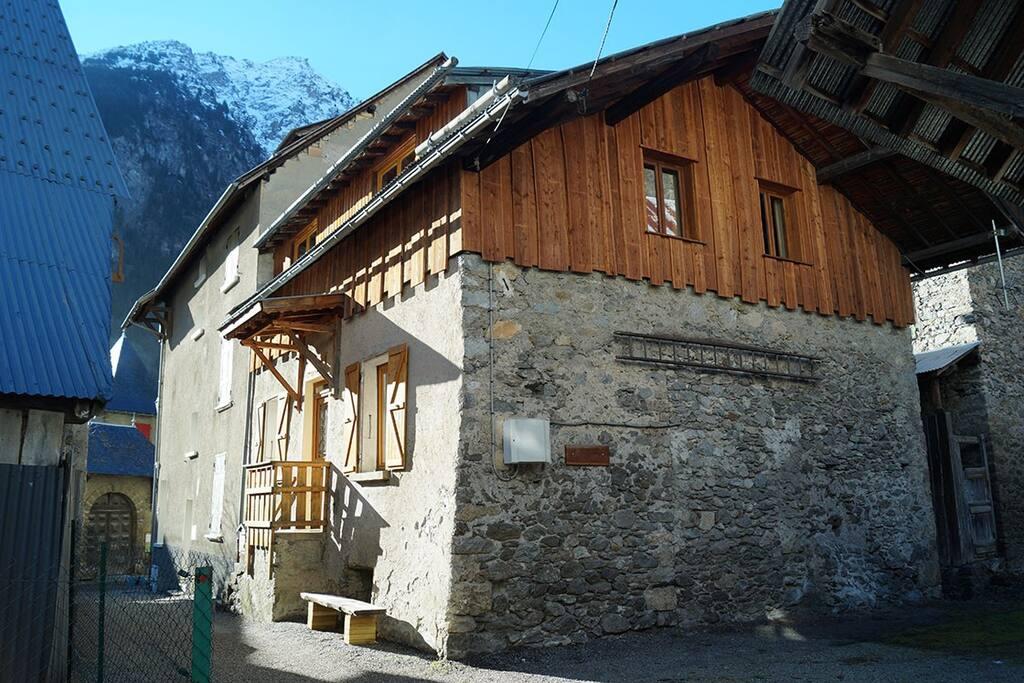 maison Dibona, pierre et bois