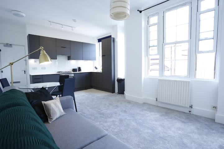 BRAND NEW Tower/London Bridge 1 bedroom apartment