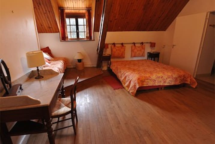 Very confortable room with bathroom - Fontenay-près-Vézelay - Bed & Breakfast