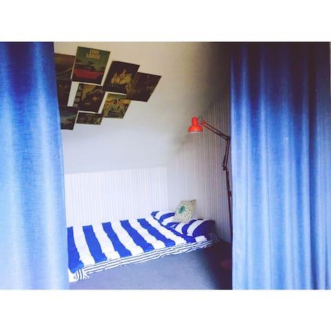 浪花hotel 仙林地铁口温馨loft 阁楼一大间 干净舒适 NO.5 - 南京市 - Bed & Breakfast