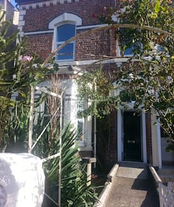 Beautiful 5 bedroom house on coast - Liverpool - House