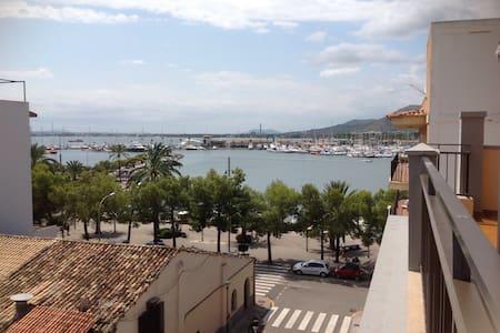 Apartamento con vistas al puerto - 알쿠디아