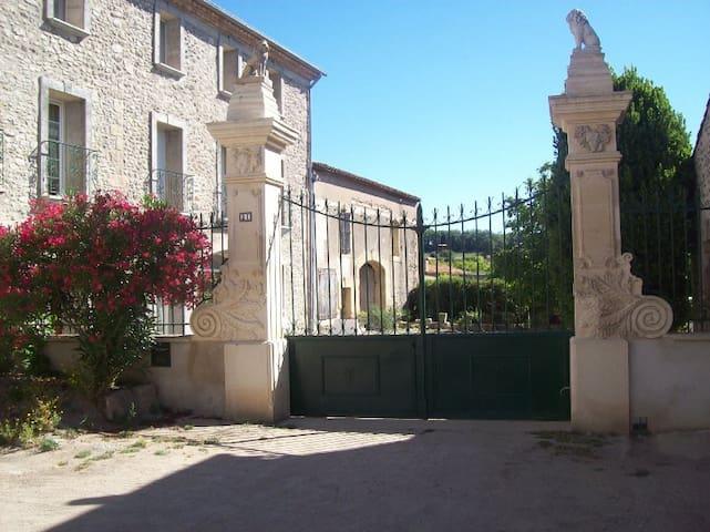 maison vigneronne à 5 mn de Pézenas - Caux - House