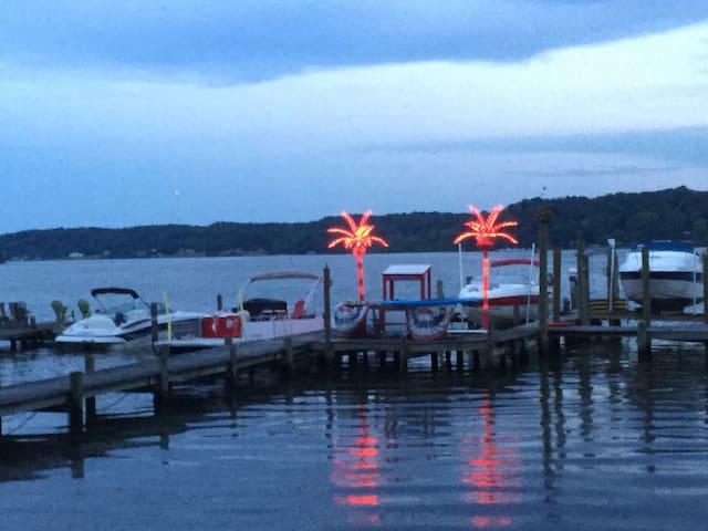Entire Waterfront Home Sleeps 6 Quantico 2BR Pets!
