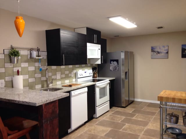 Private apartment 1 BDR, 1 BA. - Fort Collins - Huoneisto