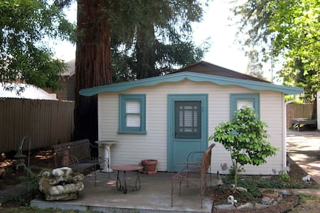 Cottage under Redwoods - San Leandro