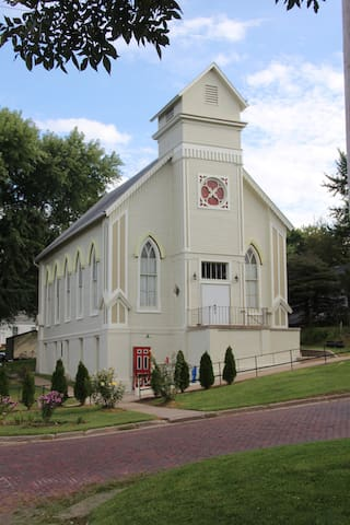 1873 Project Art Church - Malvern - Andre