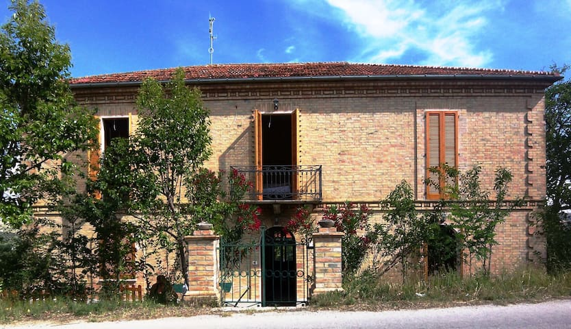 Beautiful 4 Bed villa with pool - Villa Bozza - House