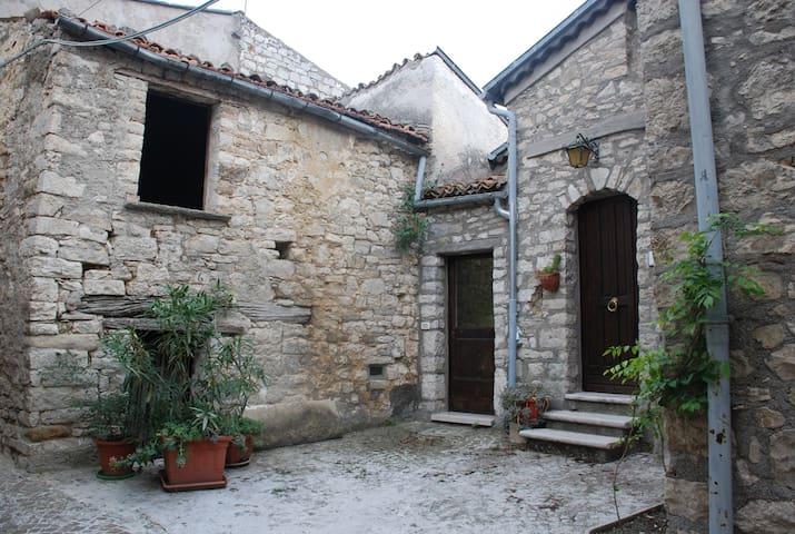 Casa in pietra con soffito in legno - Castropignano - Casa