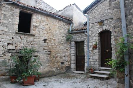 Casa in pietra con soffito in legno - Castropignano - Hus