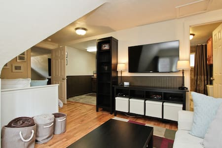 2 BEDROOM/1 BATH UPSTAIRS APARTMENT IN WASH PARK - Apartment