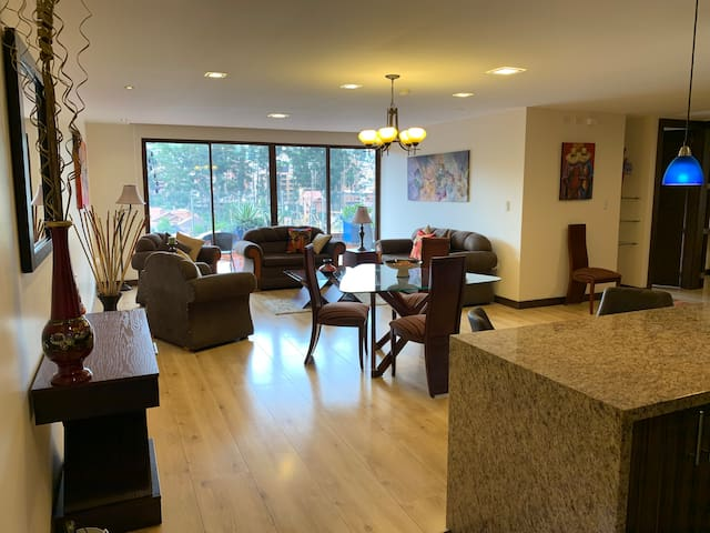 Beautiful 2 bd + ofc in upscale Puertas del Sol