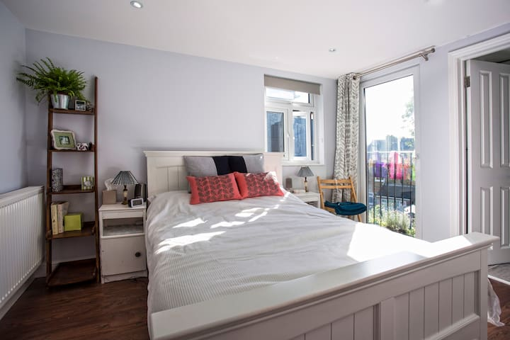 Victorian semi-detached family home - Kingston upon Thames - House