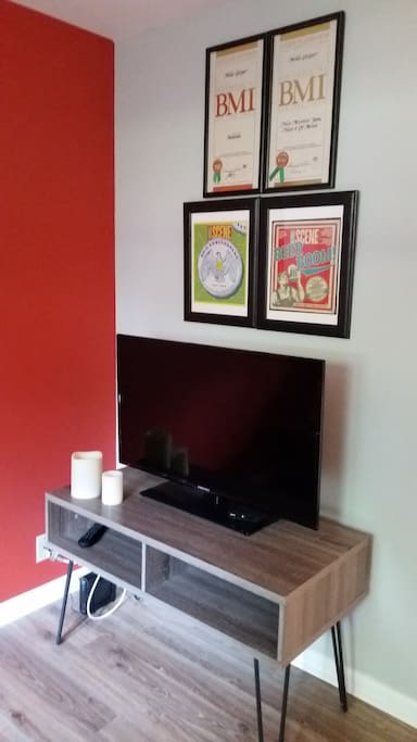 Large flatscreen with cable and wireless wi fi.