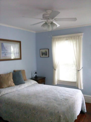 Lovely room with double bed. - Greenfield
