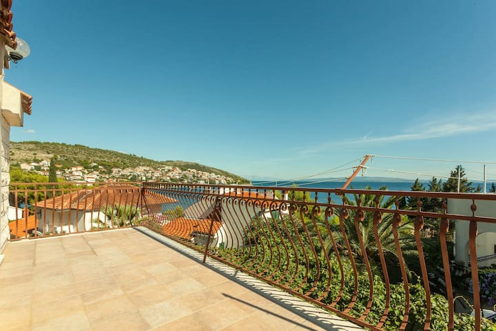 5 - Apartment with terrace, 50m from beach - Округ Горни - Квартира