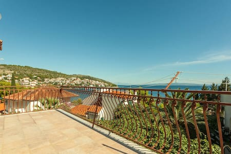 5 - Apartment with terrace, 50m from beach - Okrug Gornji - Appartement