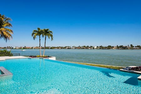 Vista Point Estate: 116600 - Naples