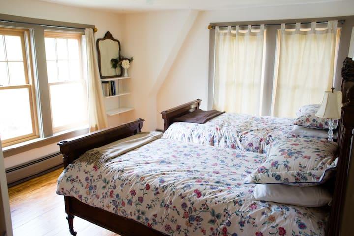 Stitchdown Farm, Walnut Room - Bethel - House