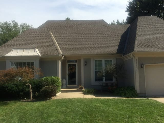Lovely Home in Quiet Overland Park, KS