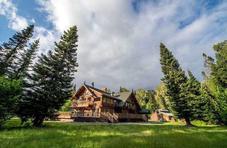 Cabin Creek Lodge- Sleeps 40+ Event Venue for 150+