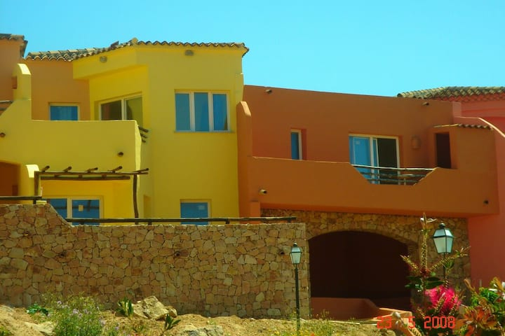 Self catering apt 350m from beach sleeps 2 to 3