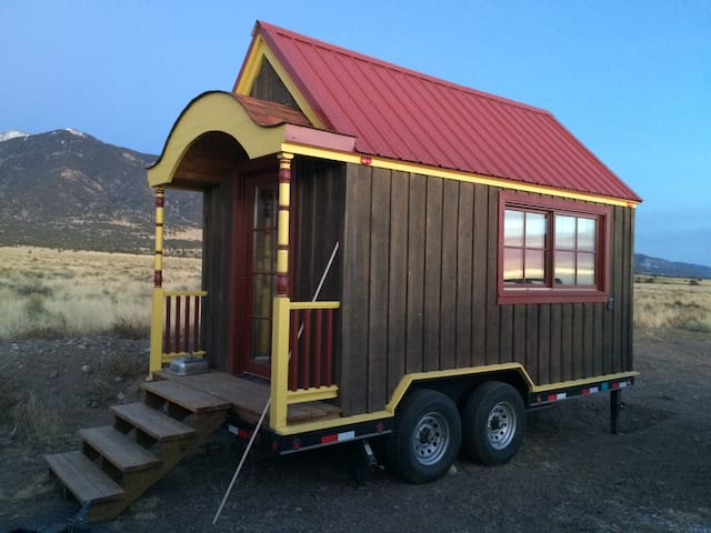 """B"" Hive Tiny House::Coming soon!! - Poncha Springs - Bungalo"