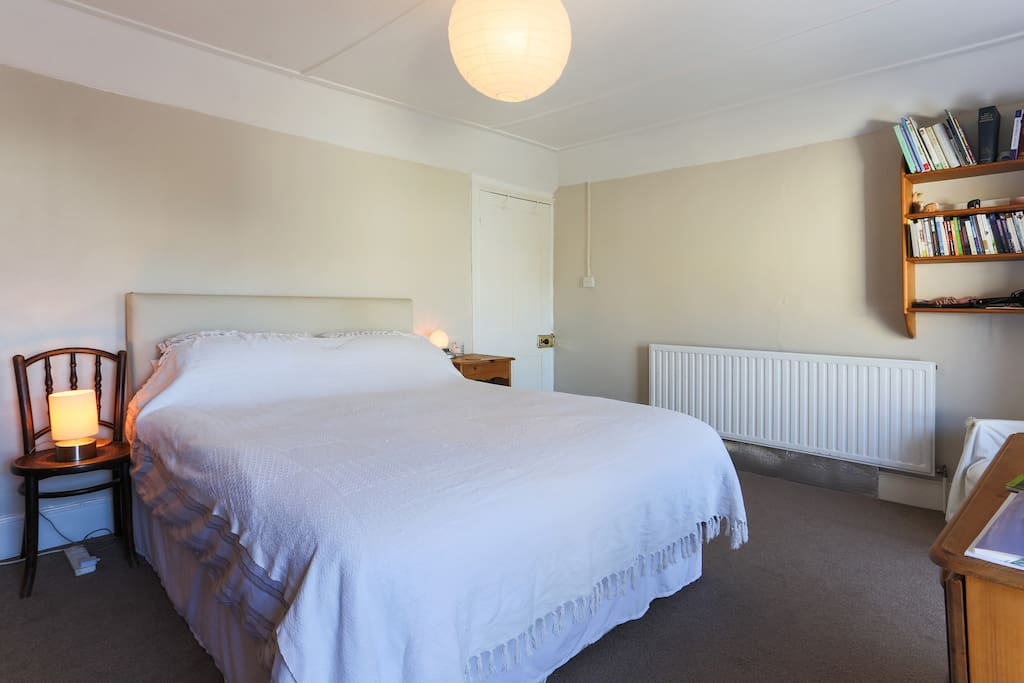 Kingsize bed in double room