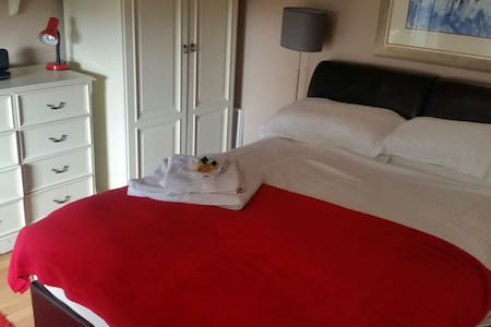 Cosy Double Traditional Room - Toomebridge - Bed & Breakfast