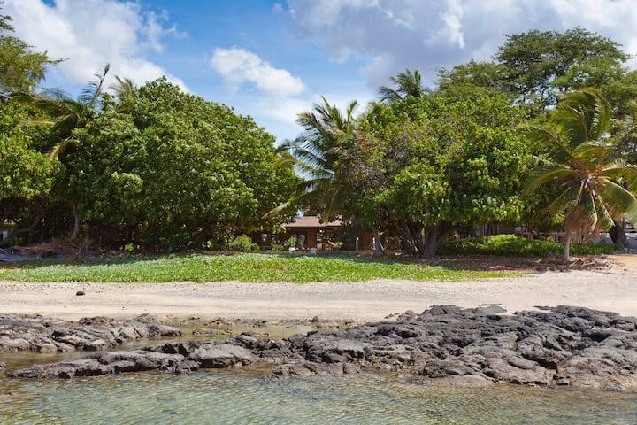 Beachfront Hale Kahakai