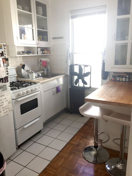 Cute kitchen with breakfast counter and everything you need..