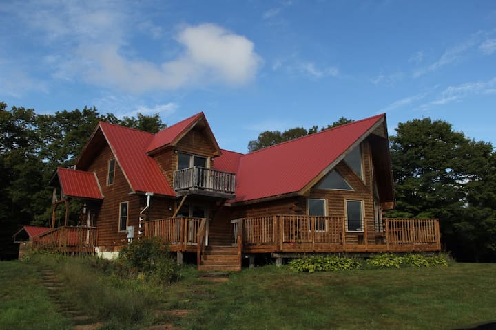 VT log cabin - views near skiing and VAST trails - Burke - Casa