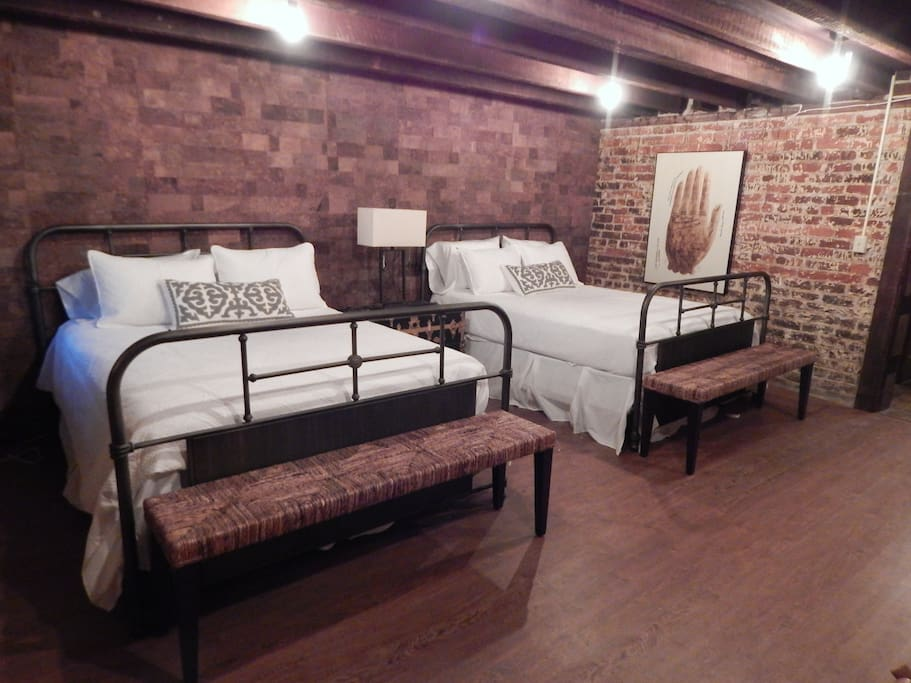 2 queen beds with cork wall.