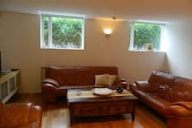 Spacious Private 1 Br Apartment - Great Location