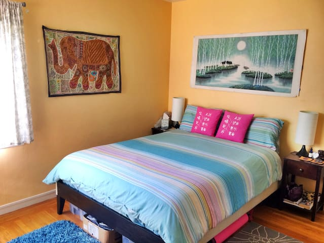 Charming, Spacious Room in Lake Merritt Apartment
