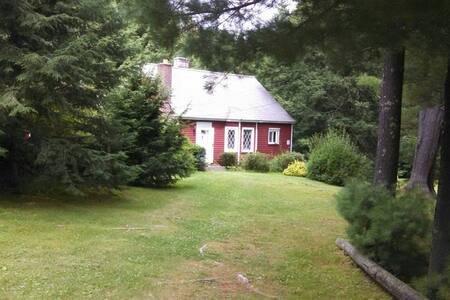 Little Red Cottage,  Berkshire Stay