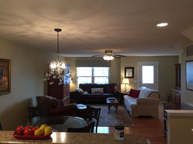 Classy Condo - Spacious and Updated - Westerville