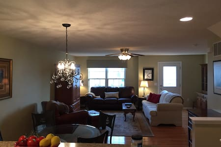 Classy Condo - Spacious and Updated - Westerville - Társasház