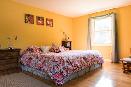 Great Quiet Area King Bed Breakfast - Portsmouth - House