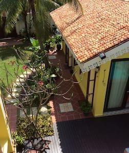 Casugria Dutch Pool Garden B&B 5pax - Malaca - Bed & Breakfast