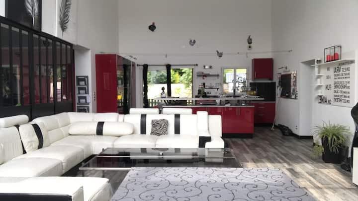 Jolie maison pour « Fêtes ou Vacances »