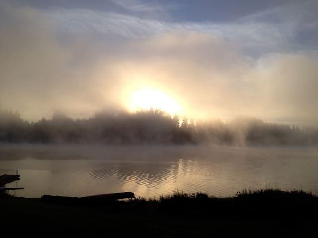 Lakeside Sunrise Getaway - Olympia - House
