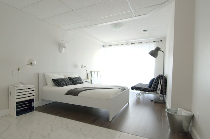 Room Whites - Downtown Central - Toronto - Loft