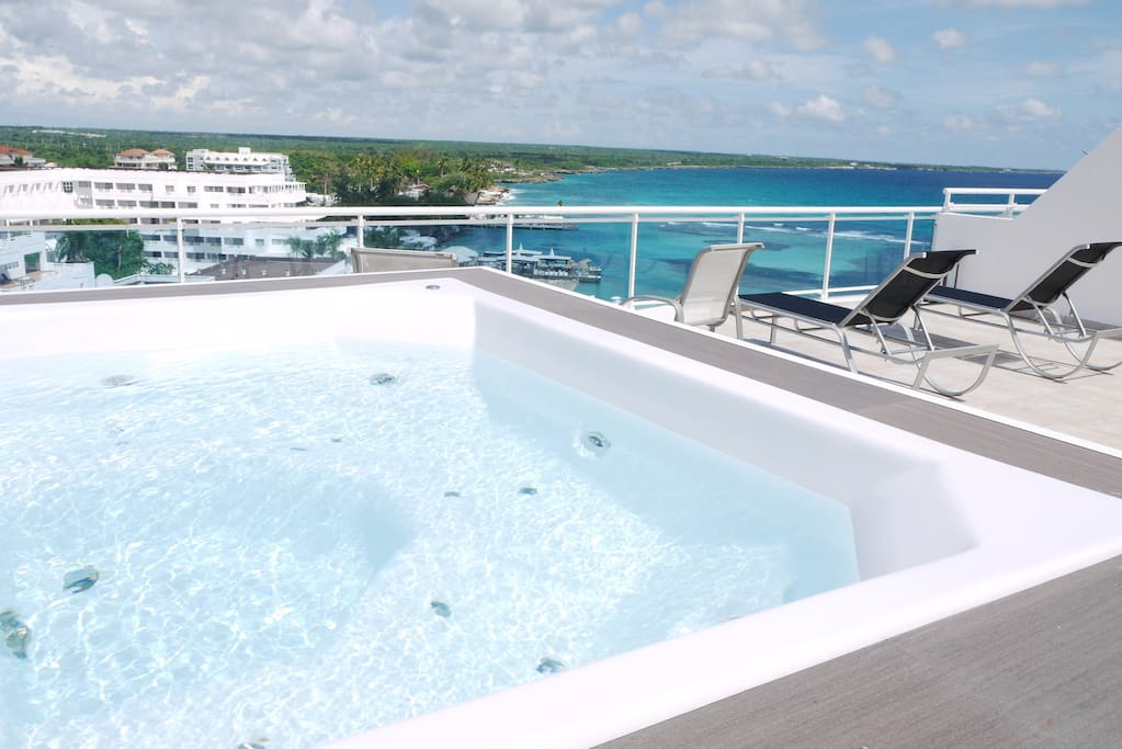 Large Ocean view Jacuzzy !